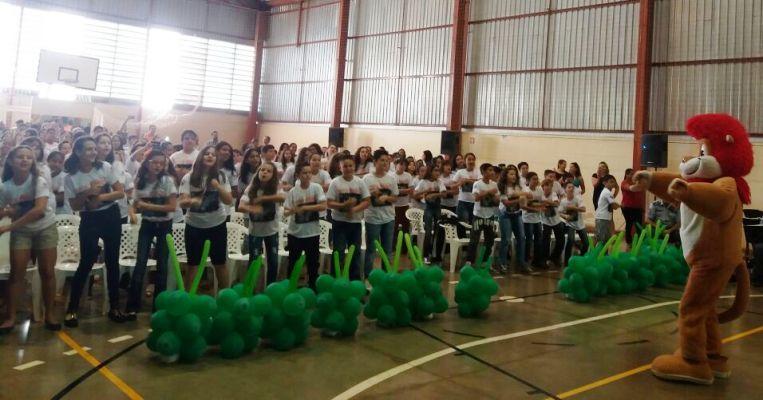 Mascote do Proerd agitou os alunos e seus familiares