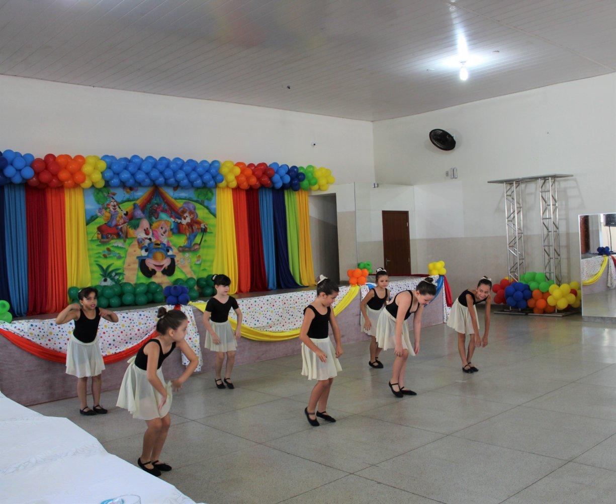Apresentação de dança de projetos sociais