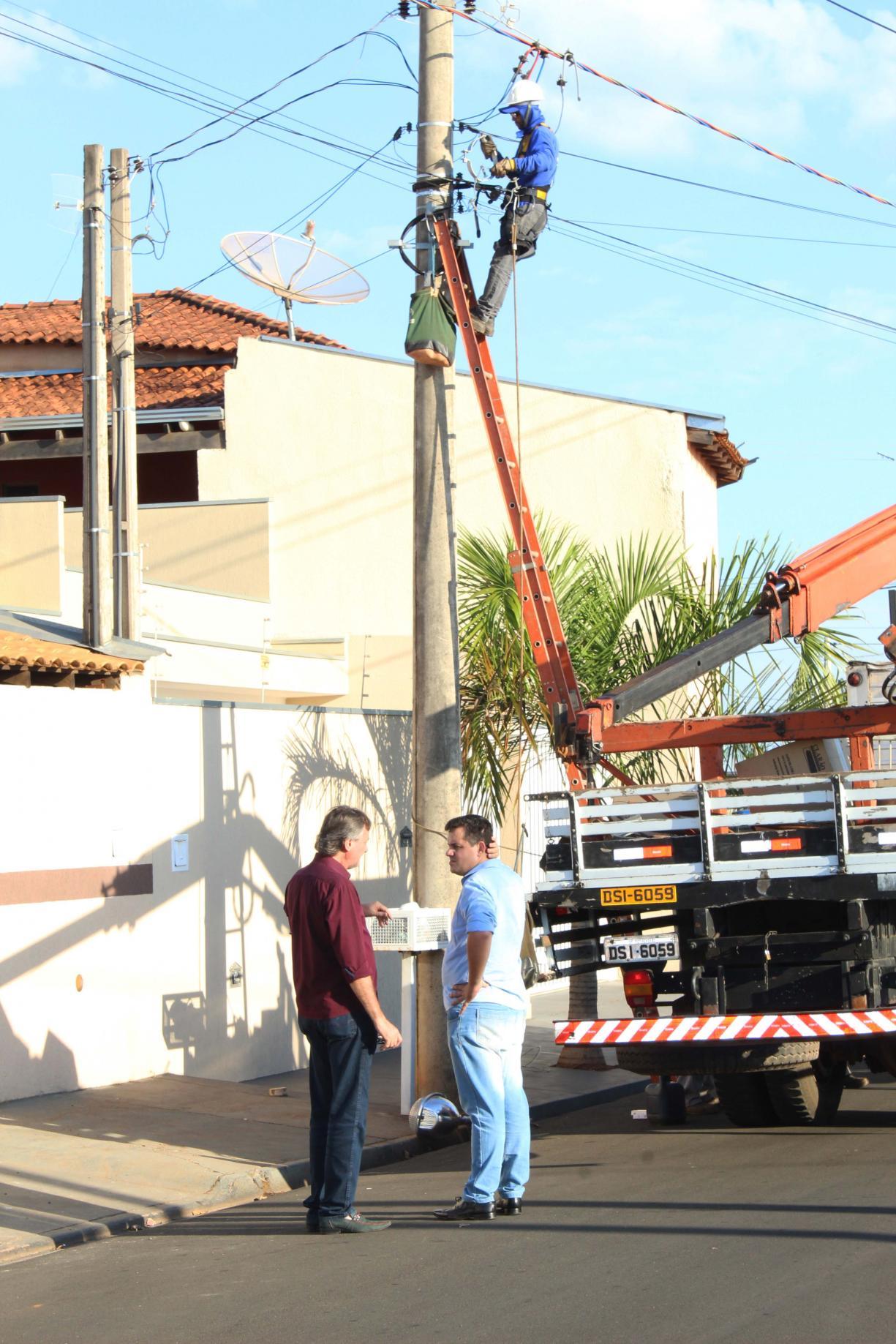Iluminação na rua Jesus Domingos Cândido