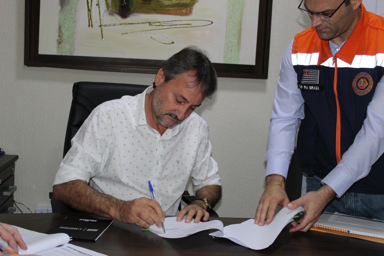 Assinatura de convenio - Ponte Jacutinga