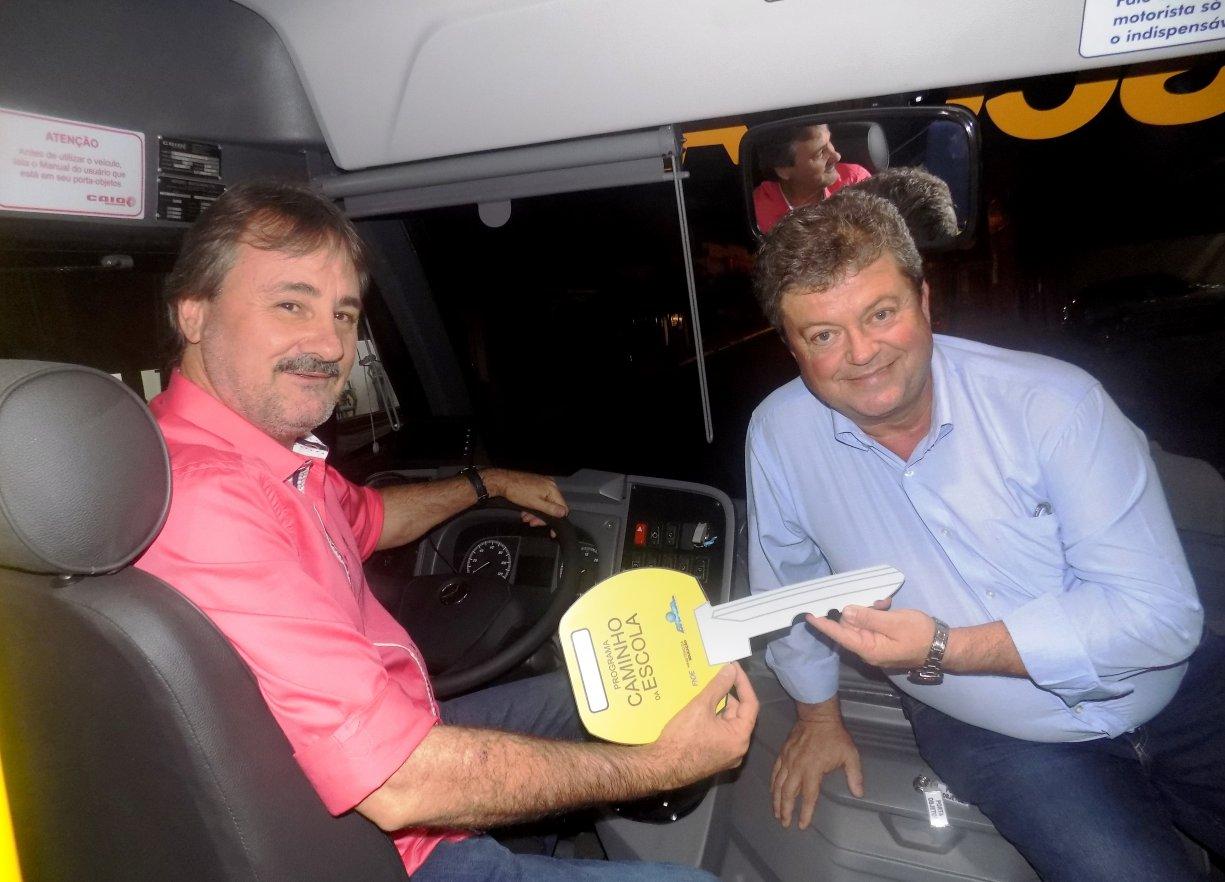 Em Bady, FNDE entrega ônibus escolares para cidades do Noroeste Paulista