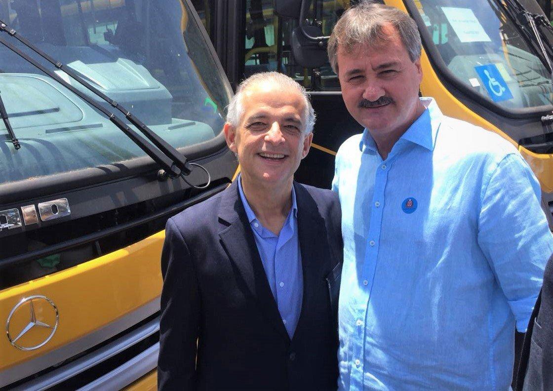 Priorizando a segurança dos alunos, Tobardini recebe ônibus escolar
