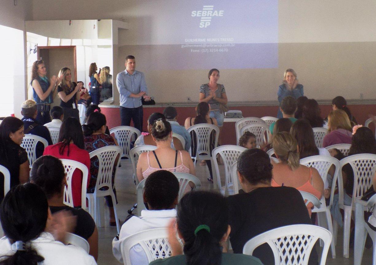 Sebrae Móvel oferece atendimento no Fundo Social de Bady
