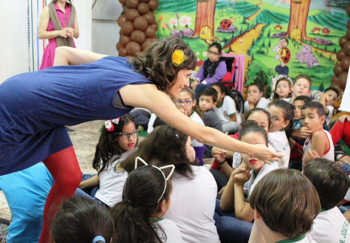 Alunos do município participam de 'Viagem Literária' na biblioteca