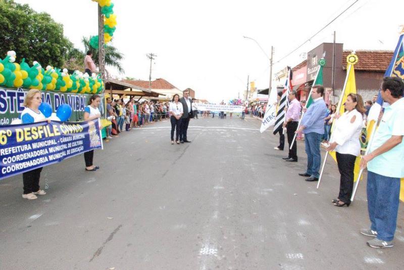 Desfile em Bady é marcado pelo resgate da história