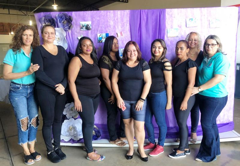 Dez mulheres finalizam curso de design de sobrancelha