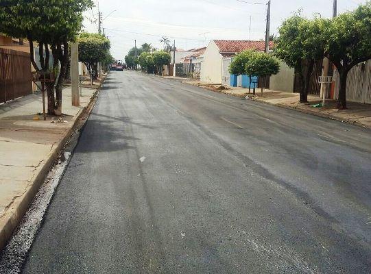 Prefeitura faz recape em ruas de diversos bairros