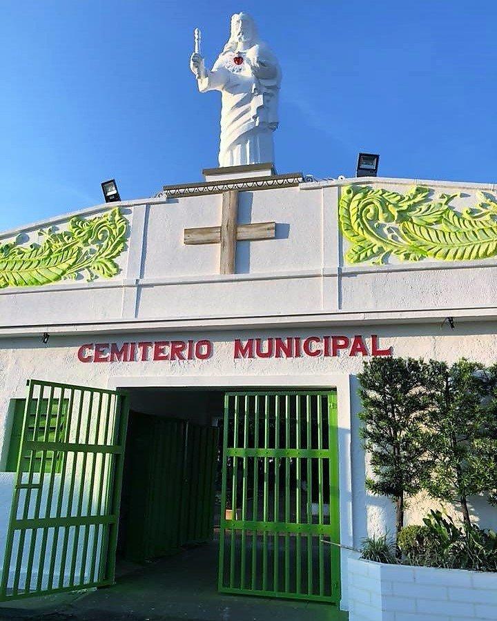 Prefeitura conclui reforma e jardinagem no Cemitério Municipal