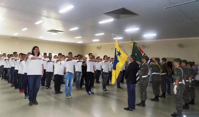 Jovens de Bady recebem certificado de dispensa do Exército